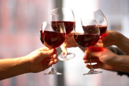 Как да не прекалим с алкохола по празниците?