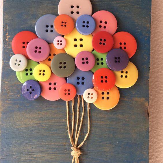 Идеи за коледна украса от жълъди и копчета
