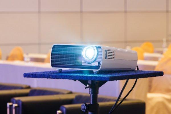 Избор на мултимедиен проектор – какво е необходимо да имаме предвид